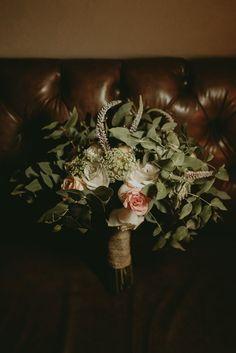 Buquê de noiva branco, verde, rosa claro e chá. Buquê por Odeon Decorações. Crown, Jewelry, Wedding Venues, Weddings, Engagement, Corporate Events, Green, Corona, Jewlery