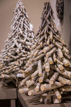 Ogrodowa przygoda łukasza :) - Her Crochet Twig Christmas Tree, Rustic Christmas, Christmas Wreaths, Christmas Crafts, Christmas Tree Decorations, Holiday Decor, Wood Tree, Woodworking Projects Diy, Nature Decor