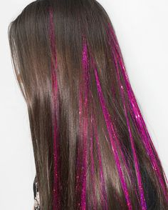 Instantly add some sparkle into your hair or braids with our pink tinsel hair extensions, no dye necessary! We have a huge range of colours and shades so you'll find one to match all your festival outfits! Glitter Rosa, Glitter Hair, Pinke Outfits, Hair Extensions Tutorial, Synthetic Hair Extensions, Extensions Hair, Hair Tinsel, Fairy Hair, Rosa Rose