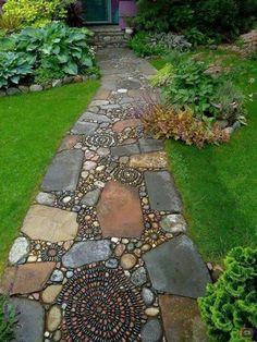 Schönen Gartenweg mit Mozaik anlegen