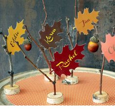 Thanksgiving leaf place cards | DIY Thanksgiving Decorations on a Budget | DIY Holiday Decorations for Kids