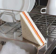 Esponja para lavar trastes en forma de sandwich | La Guarida Geek
