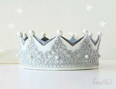 Silver Lace on creamy ivory Felt Mary Antoinette Crown with pearls Girls Party Más Fabric Crown, Diy Crown, Make A Crown, Crown For Kids, Felt Crown, Lace Crowns, Felt Flowers, Felt Crafts, Party Hats