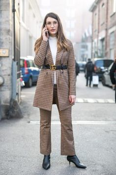 Street Style mit Suit und Gucci-Gürtel