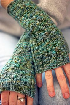 Queen St. Mitts pattern by Glenna C.