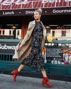 Fall Outfit for Everyday. Say goodbye to summer heat and say hello to fantastic fall days with these amazing daily fall outfit inspiration. Street Style Blog, Street Chic, Street Style Women, Womens Fashion For Work, Look Fashion, Fashion Outfits, Ladies Fashion, Fashion Weeks, Perfect Fall Outfit
