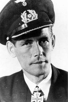 "Le ""Kapitänleutnant"" Friedrich Markworth, commandant du U-66"