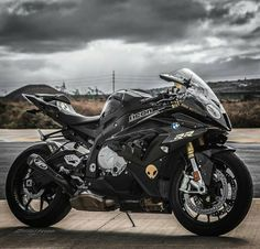 Although the average auto insurance policy does not include motorcycle insurance coverage, it is moderately simple to verify a custom fitted arrangement Motos Yamaha, Yamaha Motorcycles, Yamaha Yzf R1, R1 Moto, Moto Bike, Motorcycle Bike, R1 Bike, Bike Bmw, Bmw S1000rr
