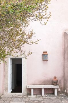 pink washed walls, nice outdoor charme