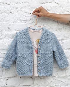 Boys Knitting Patterns Free, Baby Cardigan Knitting Pattern Free, Knitting For Kids, Tricot Baby, Creative Knitting, Knitted Baby Clothes, Baby Sweaters, Crochet Baby, Ajouter