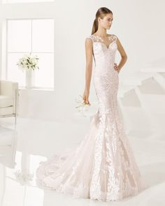 Vestido de encaje, disponible en color nude y natural.