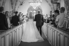 #eldsbergakyrka #halmstad #wedding #bröllop #vintage #weddingday #bröllopsdag #groom #weddingdress #bride #brud #brudgum #bröllopsklänning #hair #flowers #bridesmaids #groomsmen #weddinginspiration #bryllop #church pic by: www.photodesign.nu