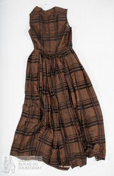 Folk Costume, Costumes, Summer Dresses, Crafts, Fashion, Moda, Fancy Dress, Costume, Fasion