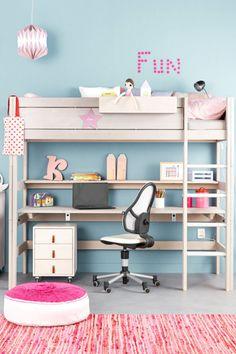 Bed and workplace in one.Seng samt arbejdsplads i en.