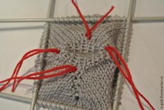 Свитер для Тильды ростом около 50 см.Мой МК для начинающих вязальщиц.Поэтому я взяла самый простой рисунок.Вам понадобится:5 спиц ( для вязания носок ) №3;пряжа для вязания около 25 гр. (у меня пряжа в 50 гр.- 175м) Набираем на 2 спицы 24 петли (должно делиться на 4).Вяжем резинку :1 лиц,1 изн.,распределяя на каждую спицу по 6 петель. Замкните круг,соединив нить от клубка с хвостиком ,оставшимся от набора петель.