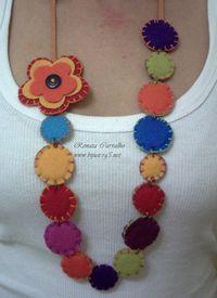 Felt & Needle Necklace Felt Crafts, Fabric Crafts, Sewing Crafts, Fabric Earrings, Fabric Beads, Textile Jewelry, Fabric Jewelry, Jewellery, Felt Flowers
