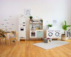 Kinderküche IKEA, ALDI oder LIDL? Der große Vergleich Ikea Hacks, Ikea Hack Kids, Ikea Molger, Ikea Kids Kitchen, Handgemachtes Baby, Ikea Kallax Regal, Pretend Play Kitchen, Office Desk, Playroom