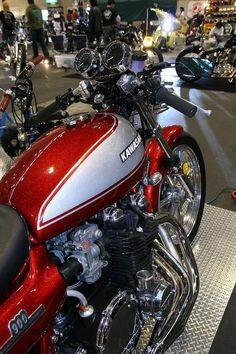 Kawasaki 900 #CafeRacer #TonUp Kawasaki 900, Kawasaki Cafe Racer, Kawasaki Motorcycles, Vintage Bikes, Vintage Motorcycles, Kawasaki Classic, Harley Davidson Trike, Retro Bike, Drag Bike