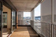 Wohnhochhaus in Oslo, MAD Arkitekter, Loggia mit beweglichen Fassadenelementen, Foto: Jiri Havran