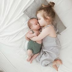 Baby fashion shoot newborn photos Ideas for 2019 So Cute Baby, Baby Kind, Cute Kids, Funny Photography, Newborn Baby Photography, Photography Kids, Sibling Photography Poses, Cute Baby Pictures, Newborn Pictures