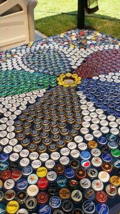 How to Make Home Decorations on a Budget - DIY Beer Bottle Cap Table Beer Cap Art, Beer Bottle Caps, Bottle Cap Art, Bottle Top Crafts, Bottle Cap Projects, Diy Bottle, Bottle Top Tables, Beer Cap Table, Beer Cap Crafts