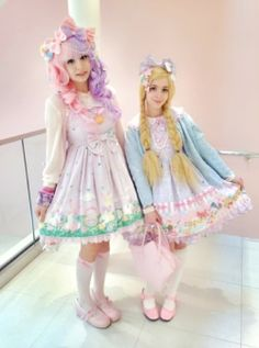 mahouprince:  Mina and I hung out yesterday and we both wore sweet lolita~~! It felt so good to be in lolita again! (ノ・◡・)ノ ♥