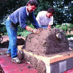 Use these step-by-step instructions to build a rustic outdoor oven Build A Pizza Oven, Diy Pizza Oven, Pizza Oven Outdoor, Outdoor Cooking, Pizza Ovens, Backyard Projects, Outdoor Projects, Fire Pit Oven, Pizza Oven Fireplace