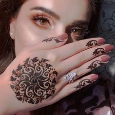 Indian Henna Designs, Mehndi Designs For Beginners, Modern Mehndi Designs, Bridal Henna Designs, Henna Designs Easy, Beautiful Mehndi Design, Latest Mehndi Designs, Henna Tattoo Designs, Bridal Mehndi