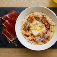 Fløyelsgrøt av havre // Velvet porridge of oats Norwegian Cuisine, Hummus, Macaroni And Cheese, Breakfast, Ethnic Recipes, Velvet, Food, Recipes, Breakfast Cafe