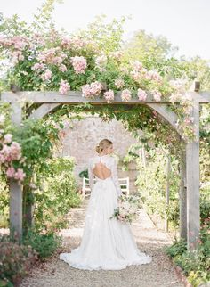 Quintessential English Country Garden Wedding Inspiration via Magnolia Rouge | Julie Michaelsen Photography