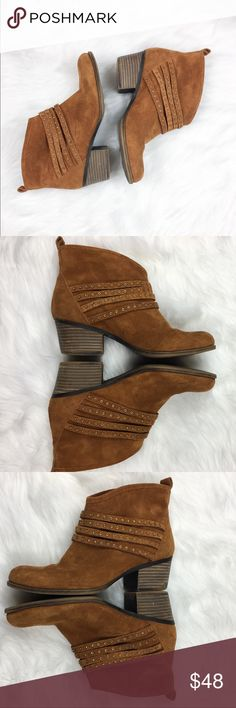 Jessica Simpson Brown Suede Booties Jessica Simpson brown suede booties with gold detailing. Size 8. GUC with some scuffs and basic wear. See pictures for pictures of larger scuffs. Zipper enclosure. No box included. ❌No trades ❌ Modeling ❌No PayPal or off Posh transactions ❤️ I 💕Bundles ❤️Reasonable Offers PLEASE ❤️ Jessica Simpson Shoes Ankle Boots & Booties