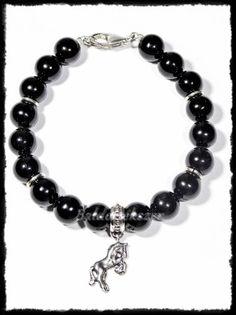 Onix gyöngyös karkötő ágaskodó ló medállal Silver Horse, Horses, Bracelets, Jewelry, Bangles, Jewlery, Jewels, Horse, Bracelet