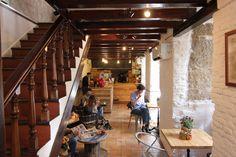 Mür Café - Madrid, España Chula, Coffee Shop, Madrid, Furniture, Home Decor, Coffee Shops, Coffeehouse, Decoration Home, Room Decor