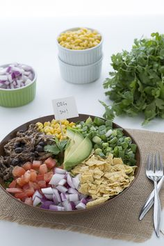 Everyone loves this healthy chicken and black bean taco salad, dig in!