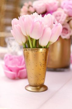 Simple chic blush pink tulips in a gold vase blushpink blushpinkwedding weddingdecor flowers centerpiece blush My Flower, Fresh Flowers, Pretty In Pink, Beautiful Flowers, Spring Flowers, Gold Baby Showers, Pink Tulips, Pink And Gold, Blush Pink
