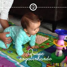 Mais um post da série Desenvolvimento do Bebê, desta vez mostrando alguns estímulos que podemos oferecer para o bebê conseguir engatinhar