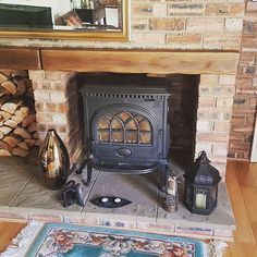 We went to sweep this recently and this Jotul had been fitted with a wooden beam a few inches off it, we had to install two geocast beams as the wooden one was starting to burn away! #firehazard #jotul #stove #woodburner #fireplace #Morpeth #Morpethstoves #Hancockstovesandflues
