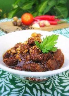 Heerlijk+gerecht+in+combinatie+met+rijst,+atjar+en+kroepoek
