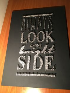 """Always look on the bright side"". Madera lacada en color gris oscuro. Hilo blanco. Medidas: 30x40 cm. €17.99"