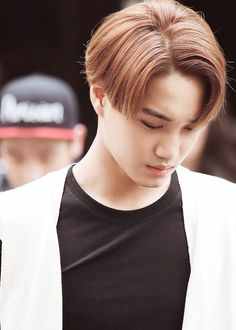 Kai' new hair color looks super fresh. Exo Facts, Exo Korean, Kim Jongin, Kaisoo, Exo Kai, New Hair Colors, Brown Hair, Kpop, Asian Boys