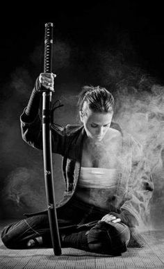 Action Pose Reference, Human Poses Reference, Pose Reference Photo, Action Poses, Female Samurai, Samurai Art, Samurai Photography, Portrait Photography, Sword Poses