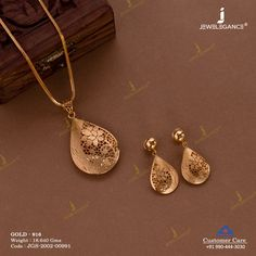 Casting Necklace Set jewellery for Women by jewelegance. ✔ Certified Hallmark Premium Gold Jewellery At Best Price Gold Bangles Design, Gold Earrings Designs, Gold Jewellery Design, Dubai Gold Jewelry, Silver Jewellery Online, Initial Necklace Gold, Necklace Set, Danty Necklace, Cluster Necklace