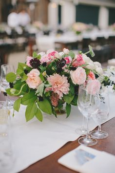 Spring wedding centerpiece idea @weddingchicks