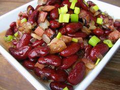 Na přípravu budete potřebovat:   1 - 2 plechovky červených fazolí ( nebo si je můžete předem uvařit )  150g slaniny nebo špeku  2 cibule ... Kung Pao Chicken, Fruit Salad, Food And Drink, Ethnic Recipes, Fitness, Fruit Salads