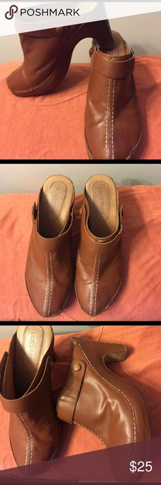 Corso Como All Leather Mules 8 1/2 $18 Corso Como Leather Mules (leather uppers and soles) you can use straps or not Size 8 1/2 $18 Corso Como Shoes Mules & Clogs