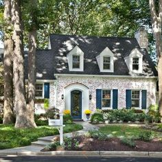 New Apartment Design Exterior Curb Appeal Ideas Style At Home, Cottage Homes, Brick Cottage, White Cottage, Cozy Cottage, Cape Cod Cottage, Southern Cottage, Southern Living Homes, Rustic Cottage