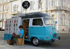 tell a story: the traveling book store by MSTF partners / abit like the mobile library in Macau only this is way cooler! Words In Different Languages, Mobile Library, Portuguese Culture, Pop Up Shops, Vw Camper, Vw Bus, Campers, Photos Du, Retail Design
