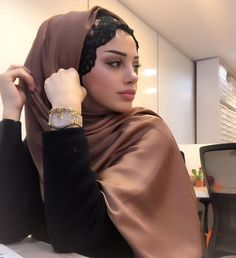 Beautiful hot beautiful and Sexy Babes! Modern Hijab Fashion, Islamic Fashion, Abaya Fashion, Muslim Fashion, Hijab Outfit, Hijab Dress, Beautiful Muslim Women, Beautiful Hijab, Hijabi Girl