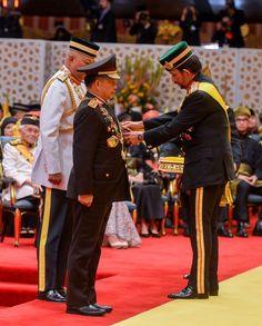 BRUNEI DARUSSALAM ,18 Juli 2017-Kepala Kepolisian Republik Indonesia, Jenderal Polisi Drs. H. Muhammad Tito Karnavian, M.A., Ph.D menerimaBintang Kehormatan Darjah Paduka Keberanian Laila Terbila…