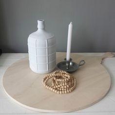 Voor wie eens wat anders wilt, verf een fles met een leuke krijtverf! Deze fles is met Cotton White en afgemaakt met onze varnish. Foto gemaakt door @mirjan. #cottonwhite #wit #whiye #woonketting #houtenplank #woodenplate #hout #wood #krijtverf #decoandlifestyle #kaars #candel #interieurstyling #interio #interior #interiorstyling #hoekjes #diy #interieur #stylingandprofiling #styling #decoandlifestyle #DIY